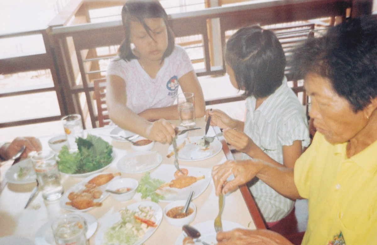 Author's two stepdaughters and mother-in-law dining at the Daeng NamNueng Restaurant. (Taken in 2004.)