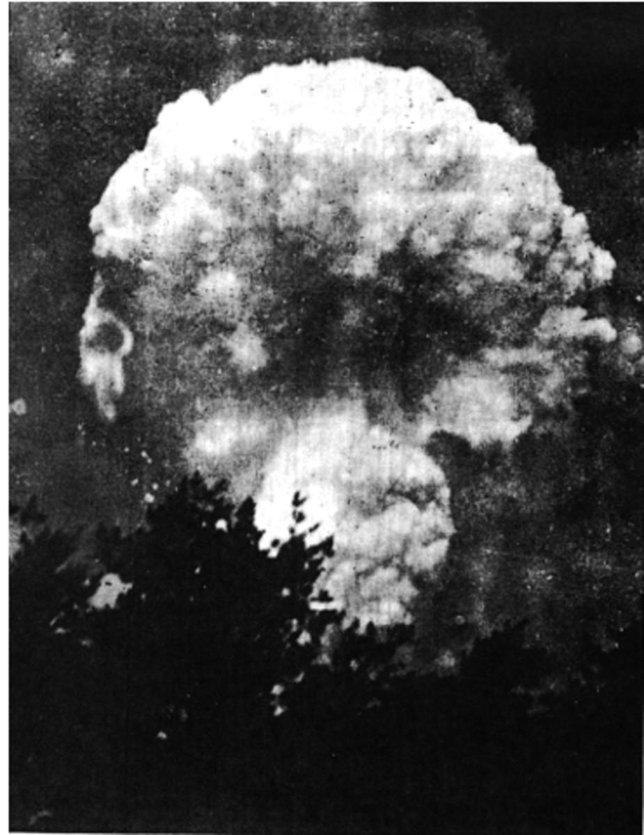 Seizo Yamada's ground level photo taken from approximately 7 km northeast of Hiroshima.