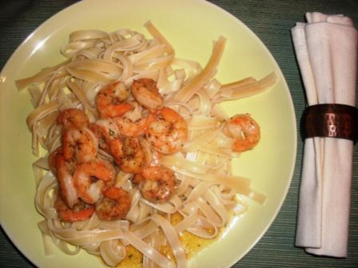 shrimp fettuccine with garlic butter sauce served at the table