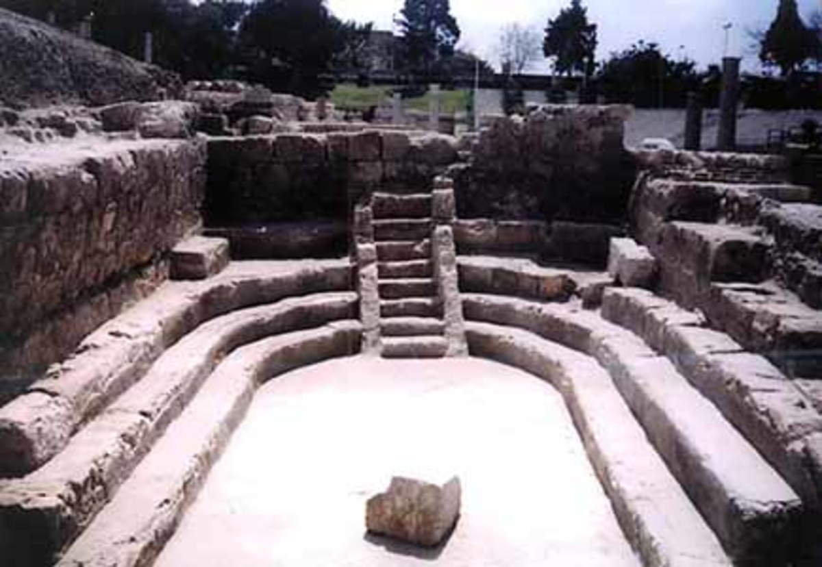 This limestone complex of 13 auditoria along the northern side of the roman theater is believed to be the site of the city's ancient university which is thought to have schooled some 5,000 students at a time. It is also the alma matter of Archimedes