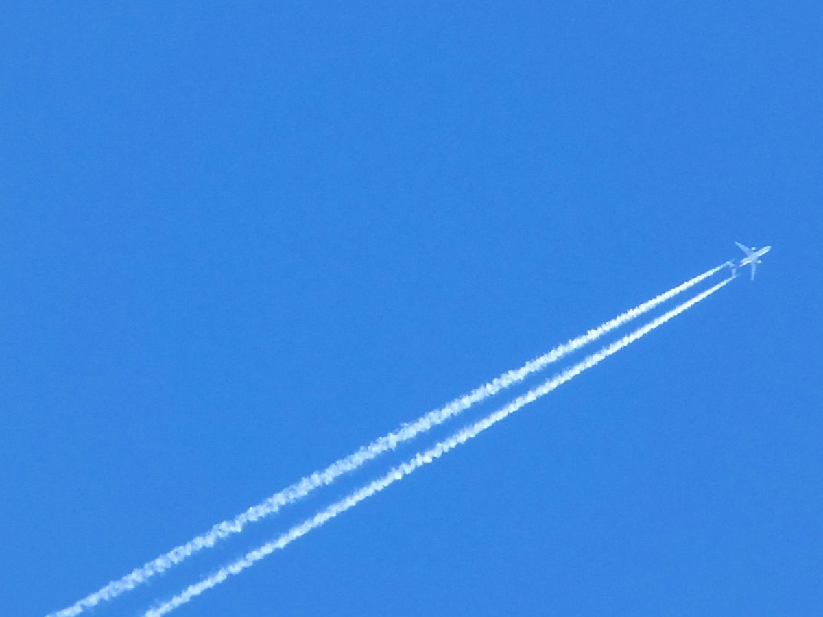 - Approaching the UFO site in question at a near vertical angle as the airbus released its vaporous trail unto the awaiting powder blue sky -