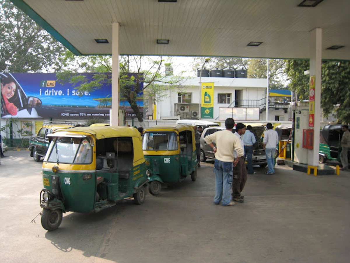 Cars and local autorickshaws at a local CNG station in Delhi (March Challenge - Hub #1/30)