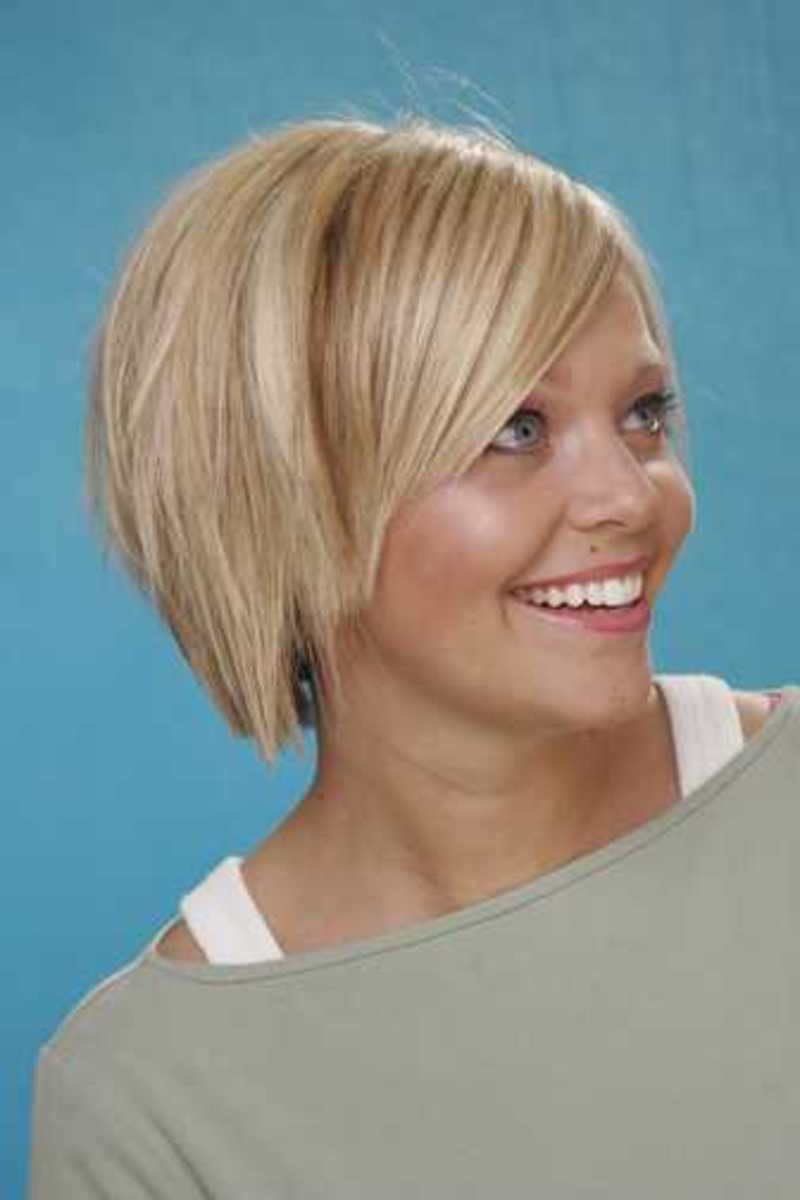 women's hair look more finished with a razor cut short hairstyle