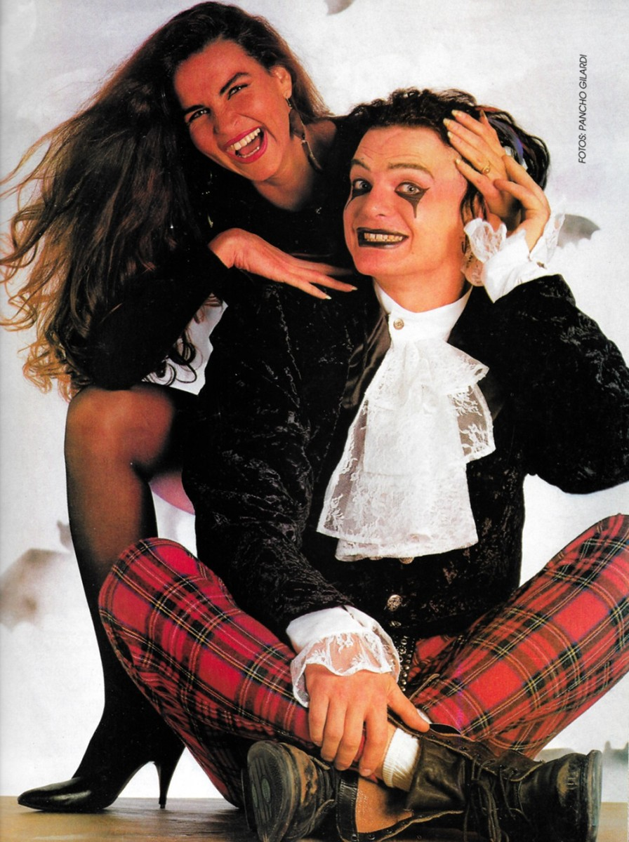Vampiro and one of his many female admirers