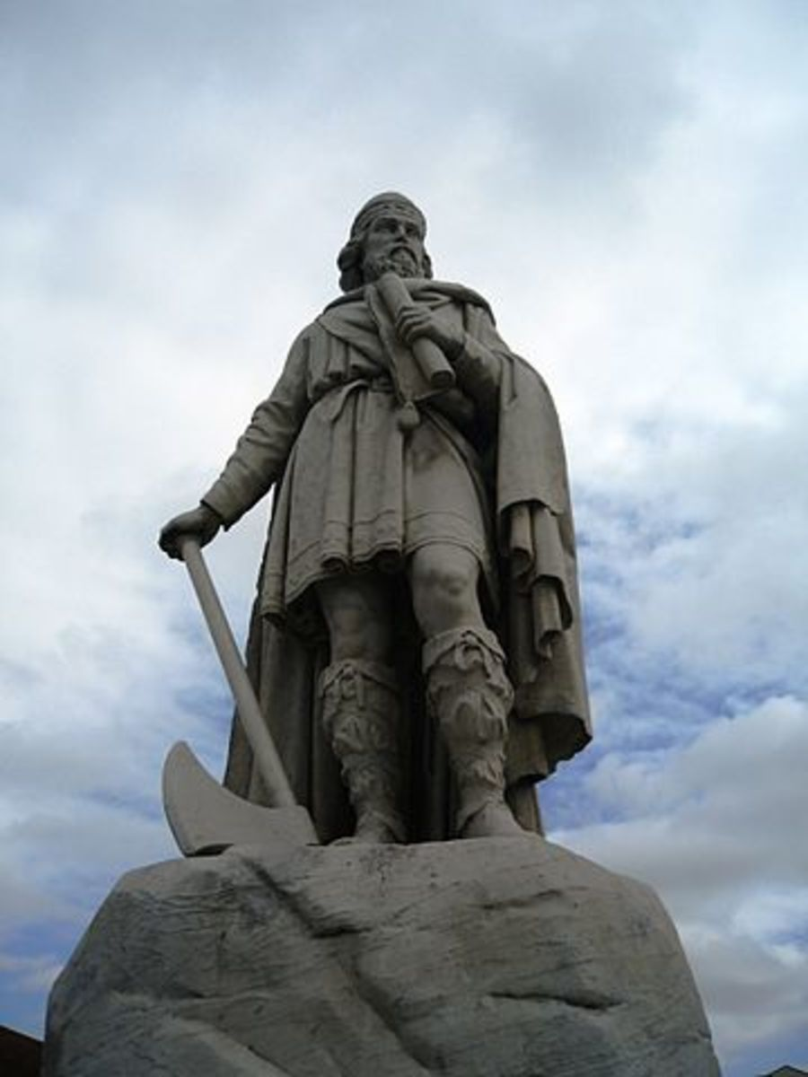 Statue of King Alfred the Great, Wantage, Oxfordshire. Attribution: Philip Jelley