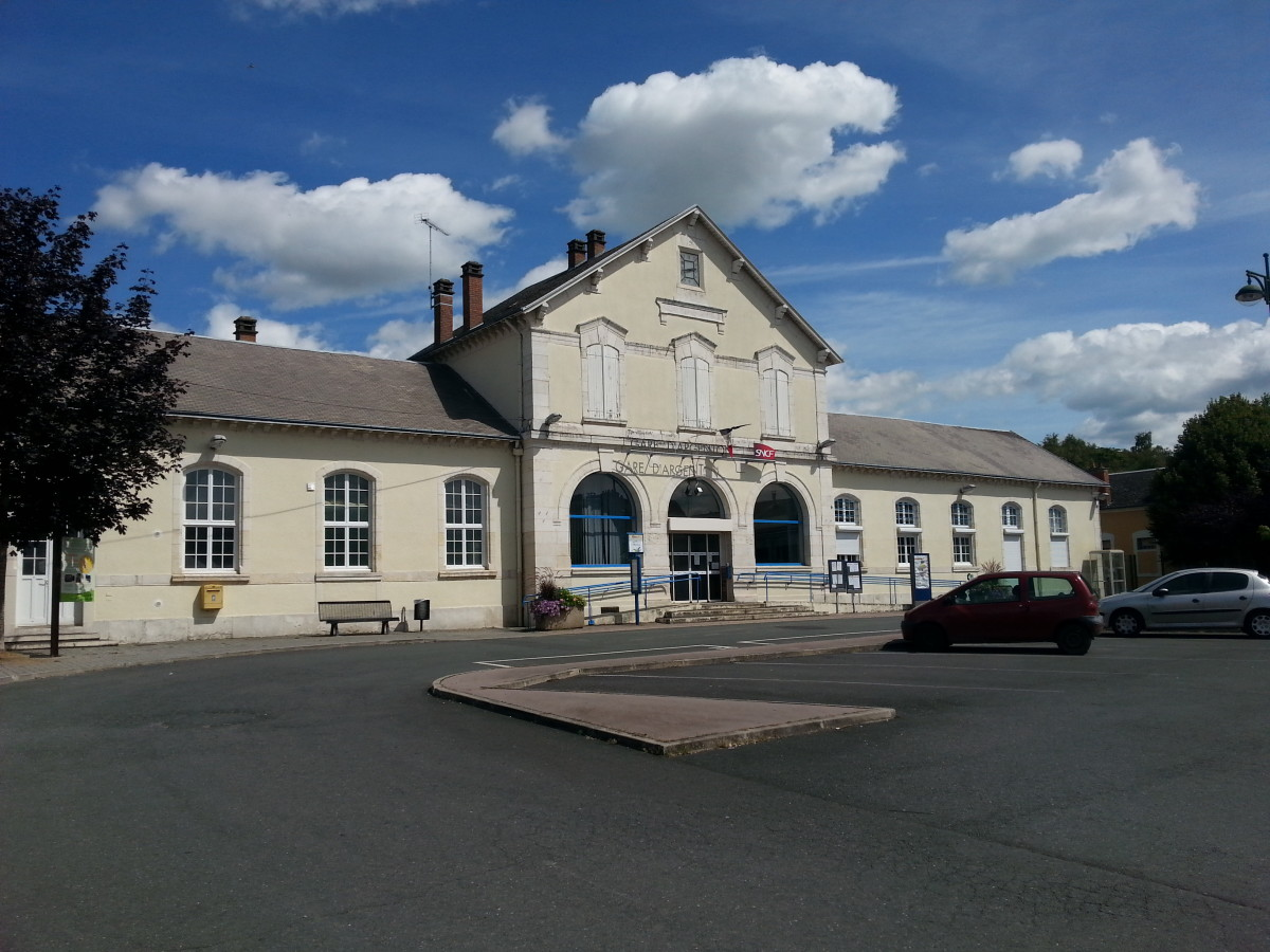 Train Station In Argenton sur Creuse.  From here you can go to spend a day in Paris for 90 euros return.  The train leaves at 8:30am and the train back leaves Paris at 7pm