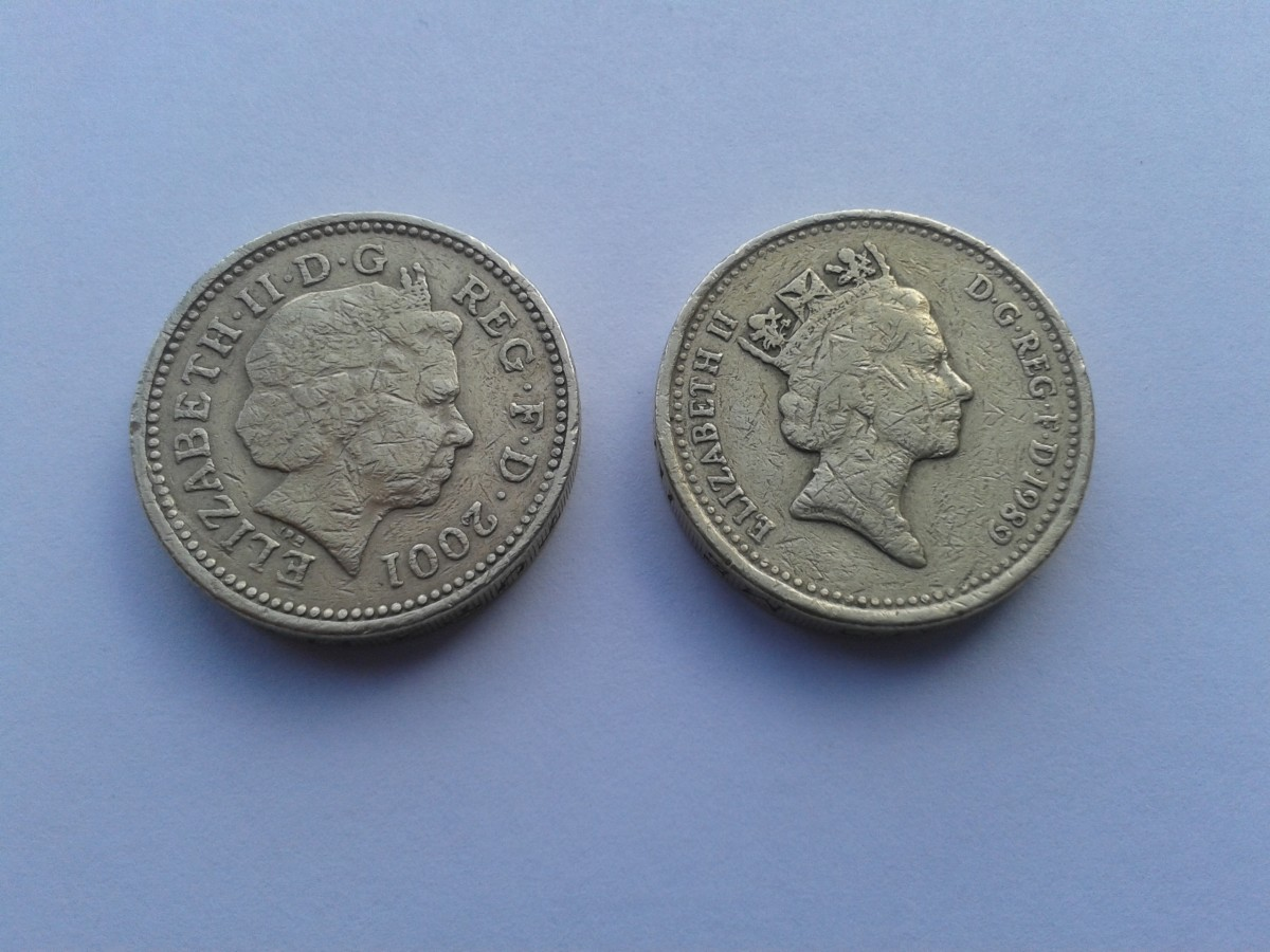 Spot the Fake? Hard to tell, but the coin on the left is almost certainly counterfeit
