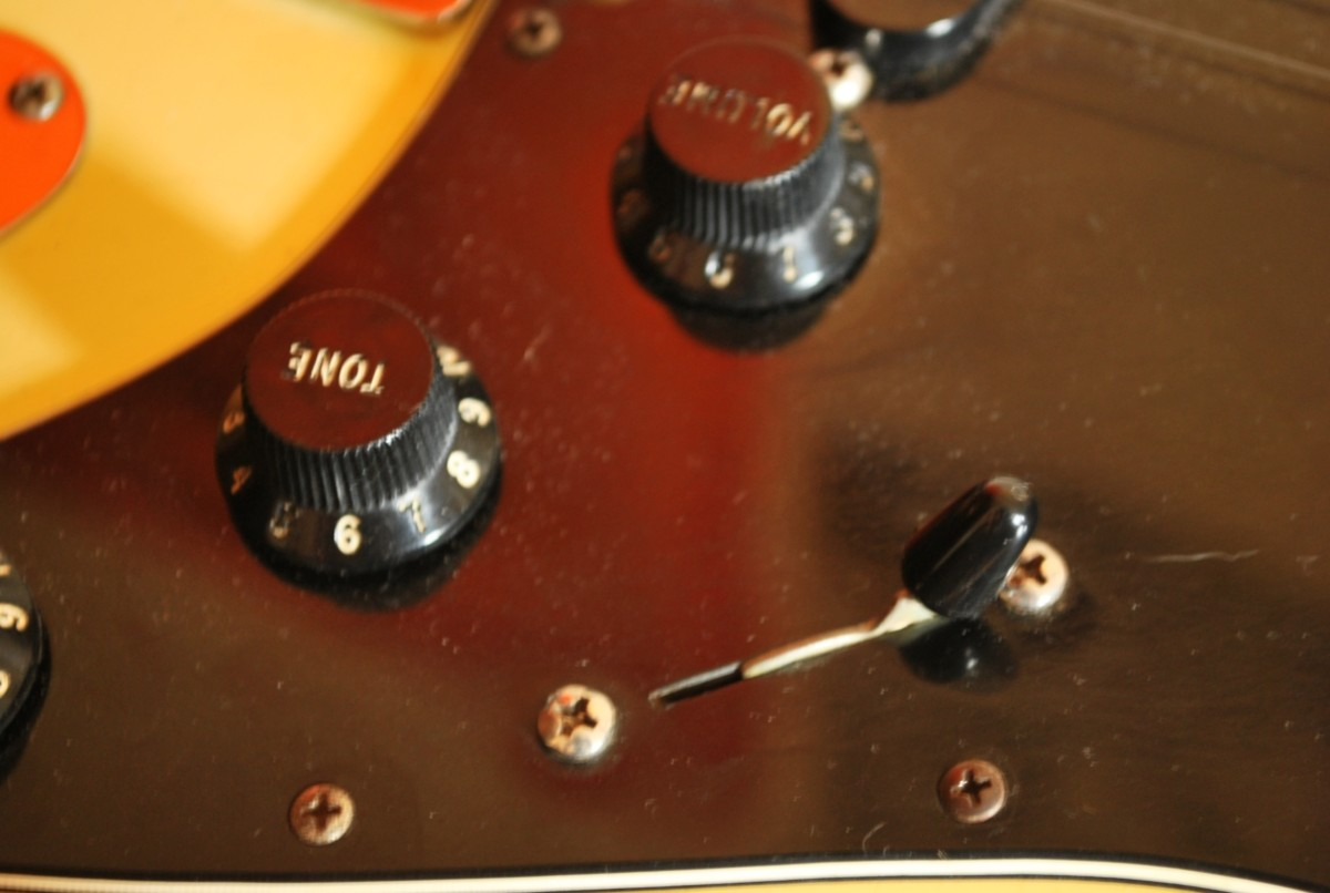 Pick-up selector and volume/tone dials: Vintage 1977 Fender Stratocaster