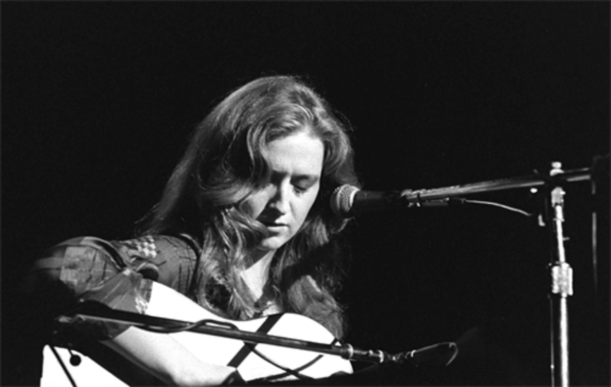 Bonnie Raitt is another classic rock icon who favored the Fender Stratocaster (circa 1976)