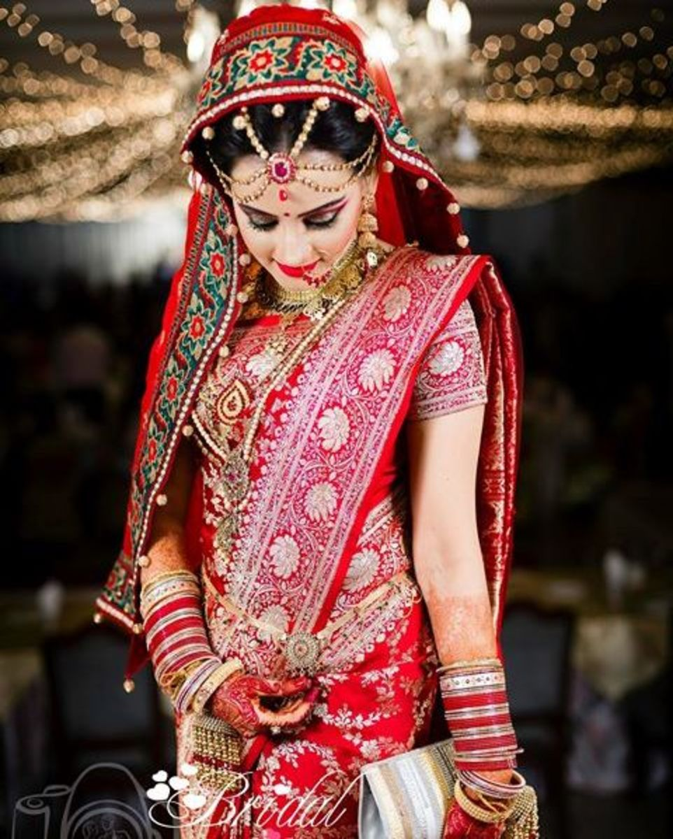 Exquisite Bangladeshi bride in a lovely katan saree.