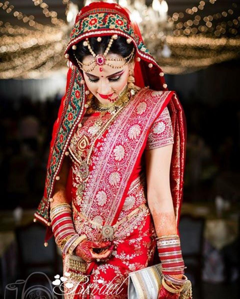 Exquisite Bangladeshi bride in a lovely katan saree.
