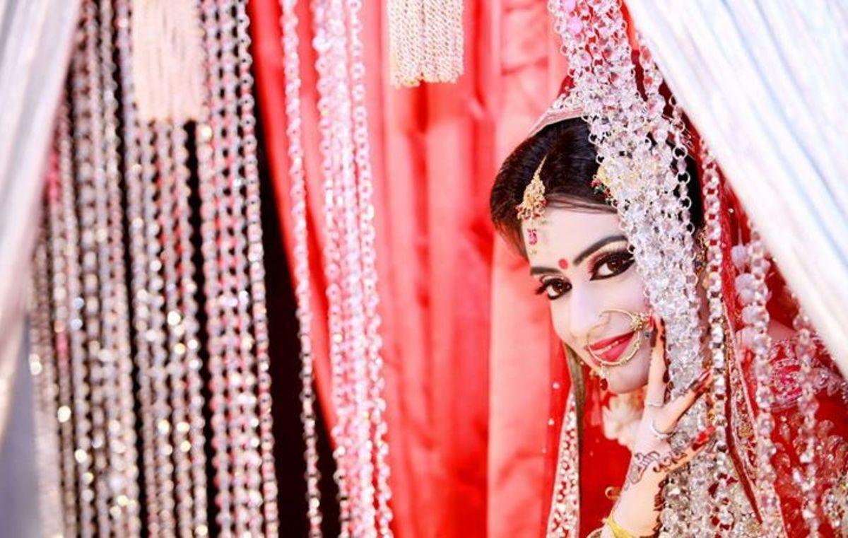 Wife of famous Bangladeshi singer Topu, Naziba, wearing a gorgeous red bridal saree.