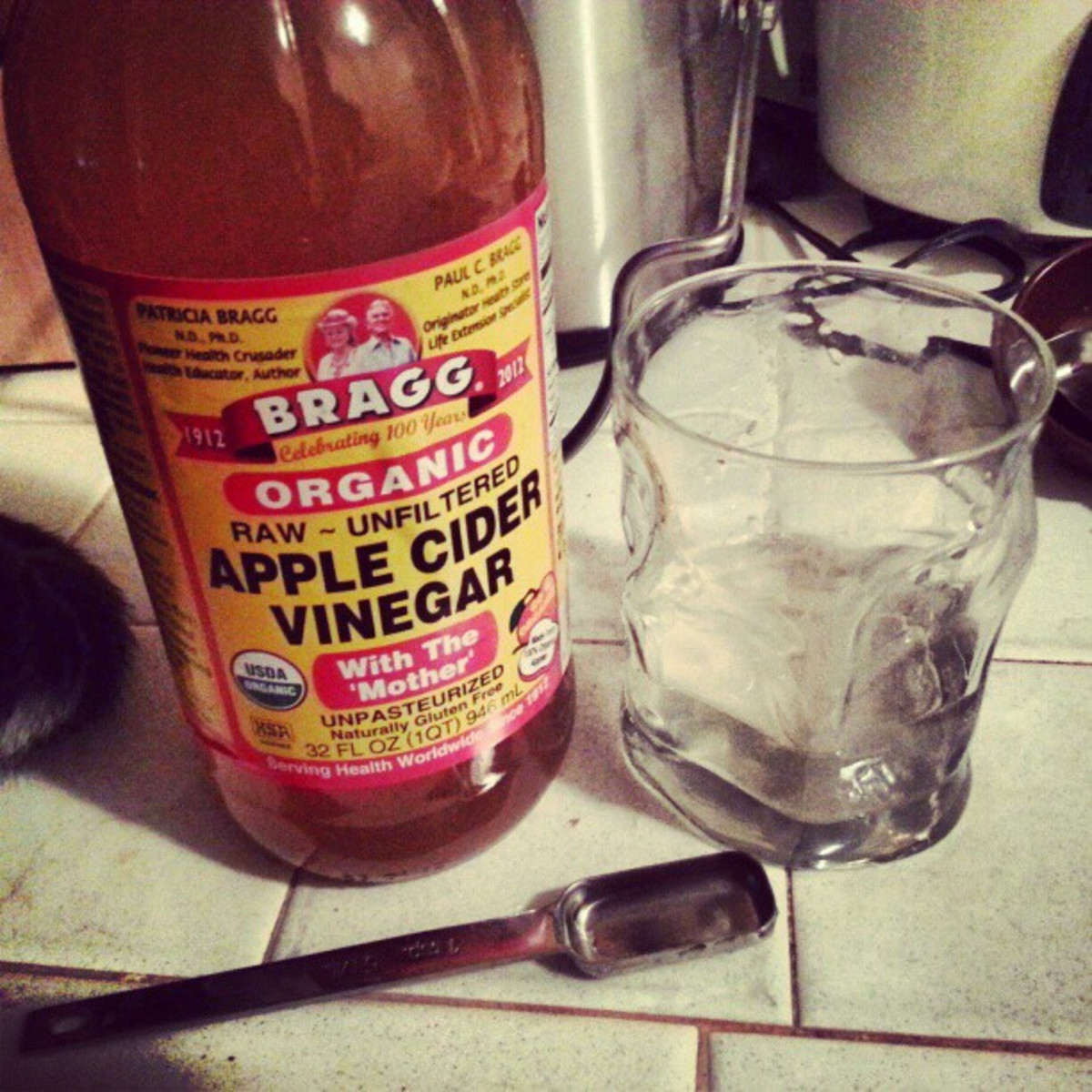 Bragg Apple Cider Vinegar for skin and many other uses. Source: Flickr - (CC BY-SA 2.0)