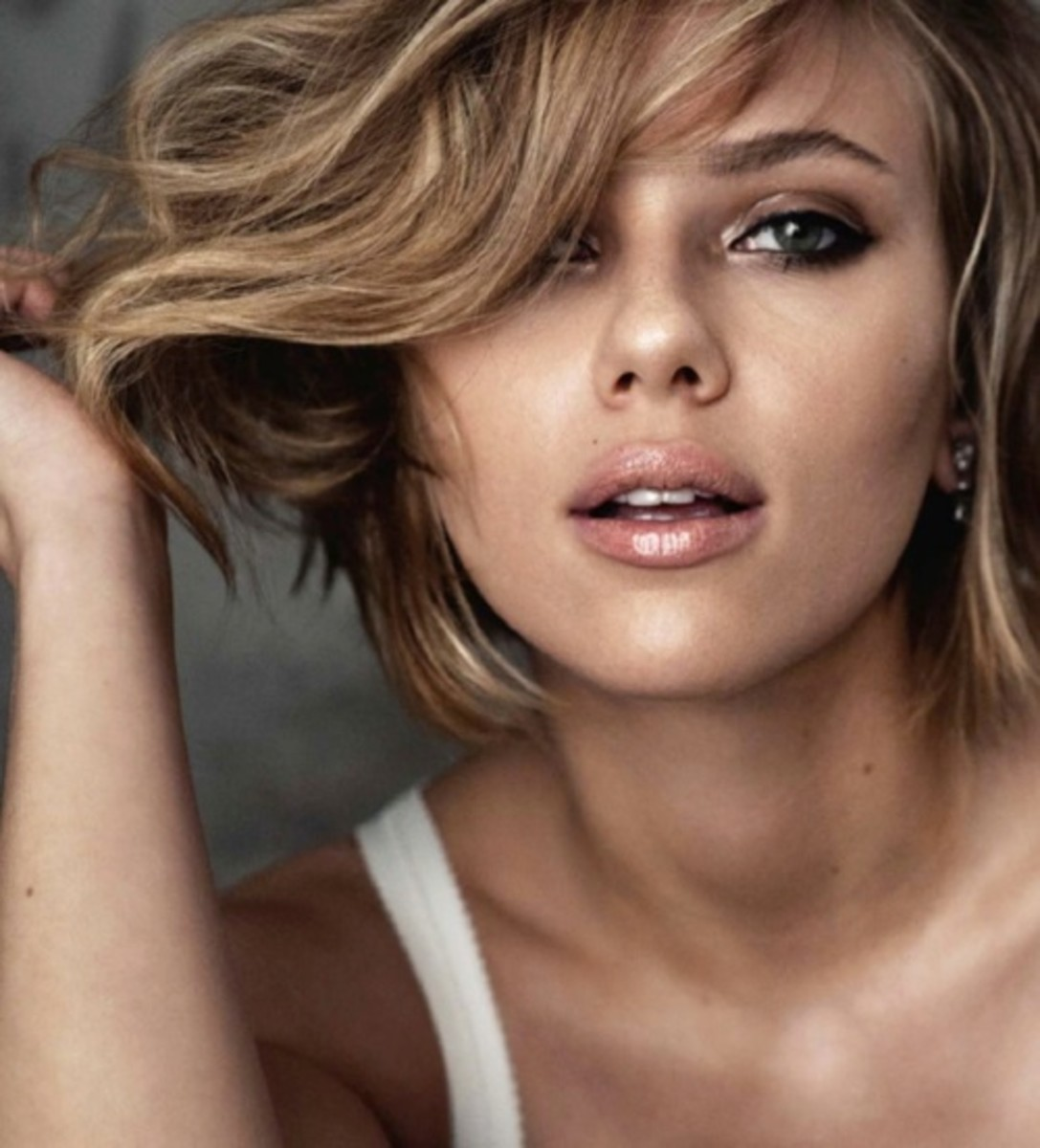 Scarlett Johansson Skincare Tips   (Celebrities with Acne & Oily Skin)