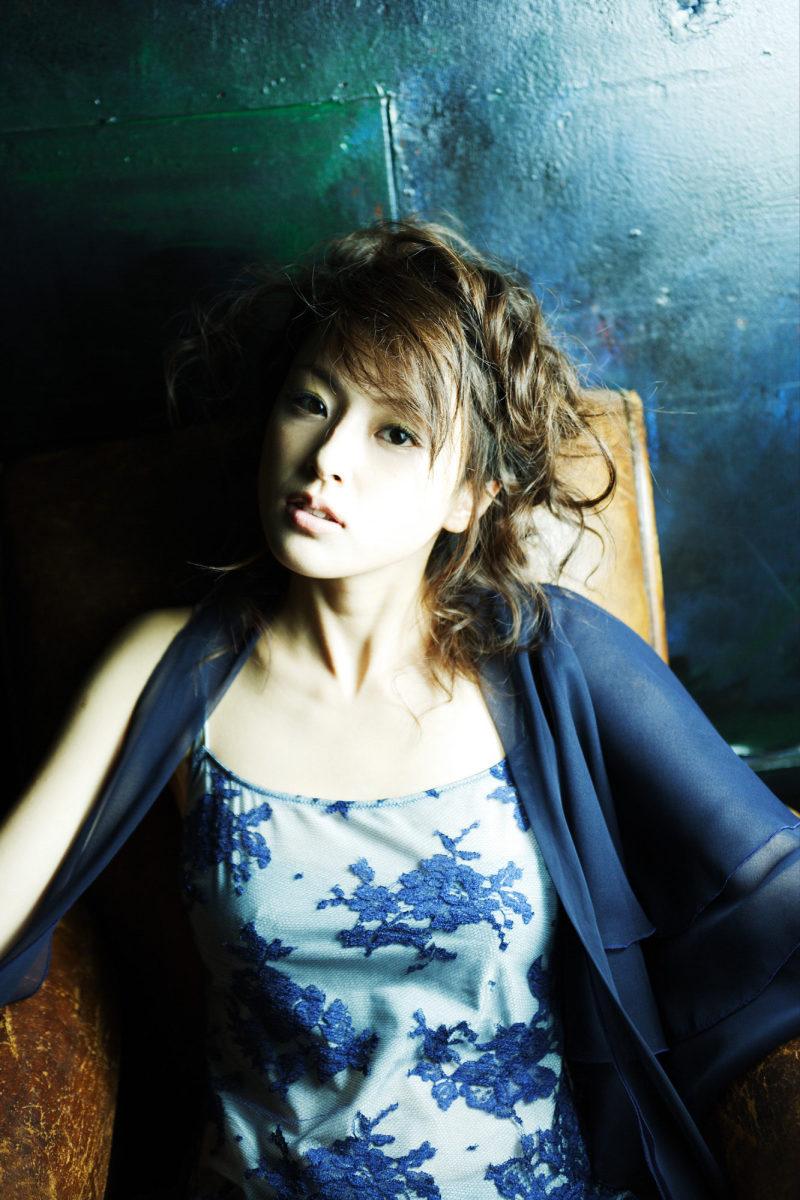 mika-inagaki-and-ayumi-kinoshita-two-awesome-gravure-models-and-actresses-from-japan