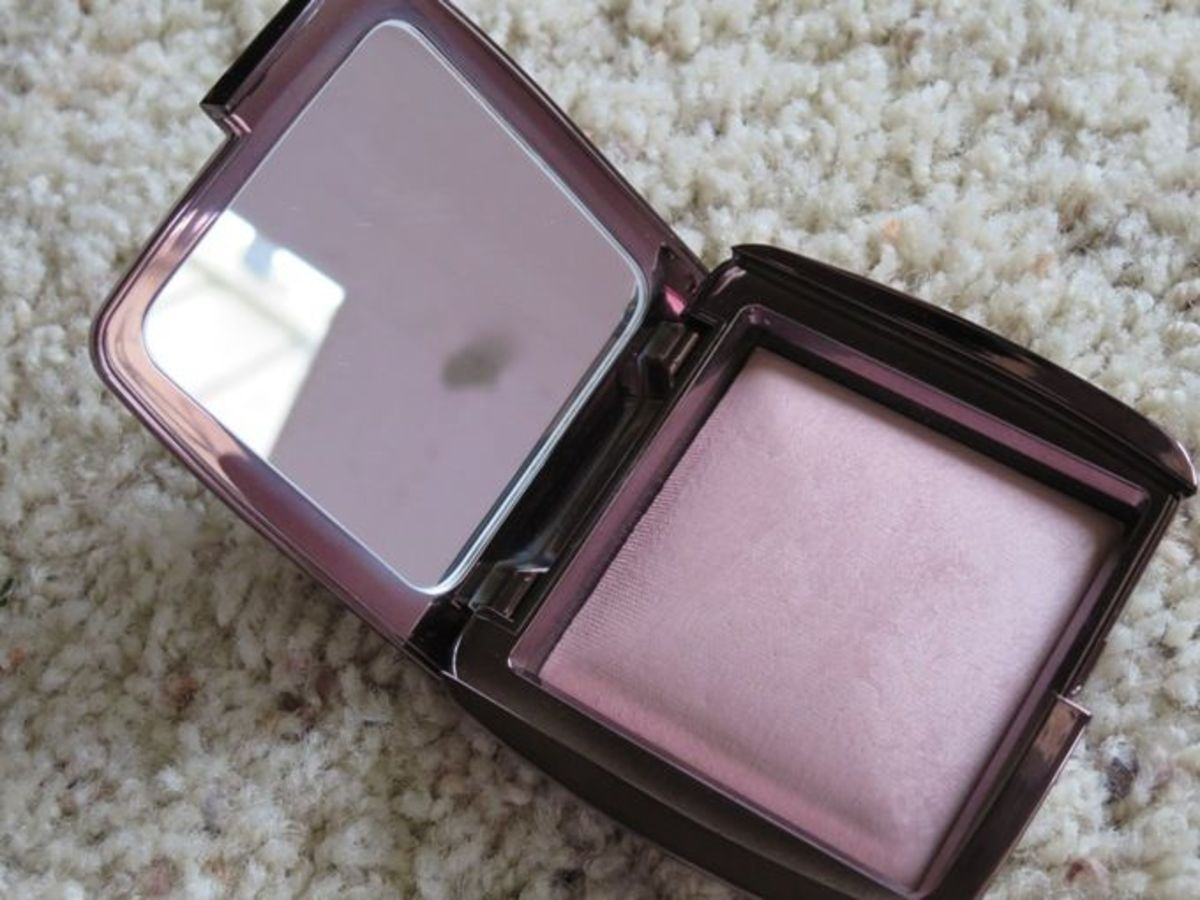 #10 Hourglass Ambient Lighting Powder.
