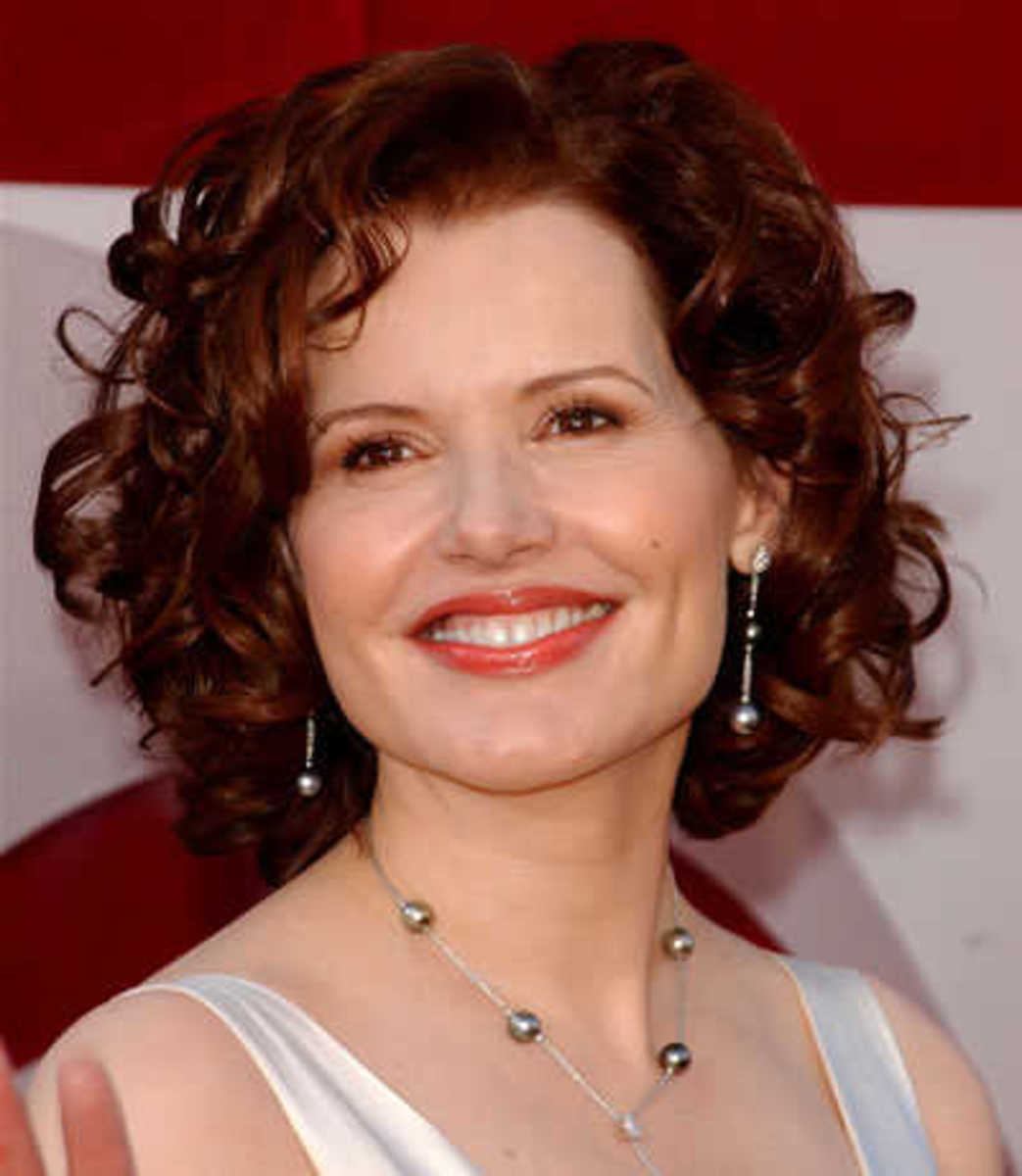 Geena Davis's cute short curly hairstyle