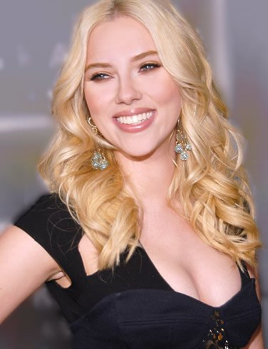 Scarlett Johannsen:  Curly long hairstyle