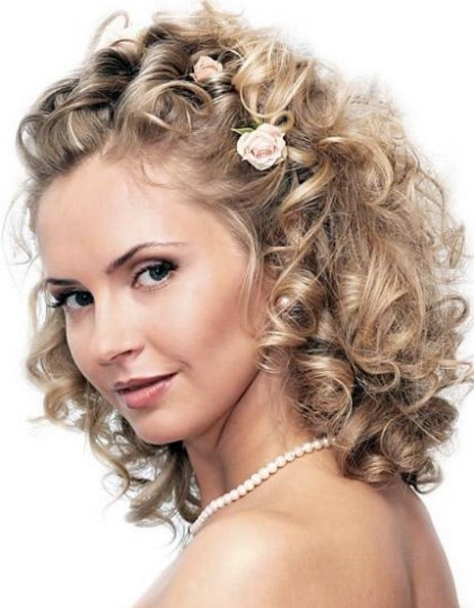 Wedding medium-length curly hairstyle