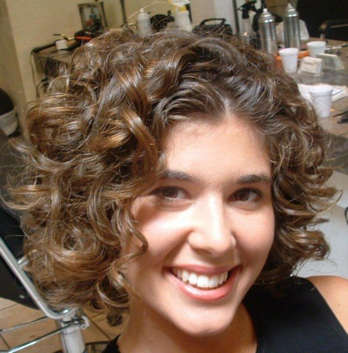Elegant short curly hair style