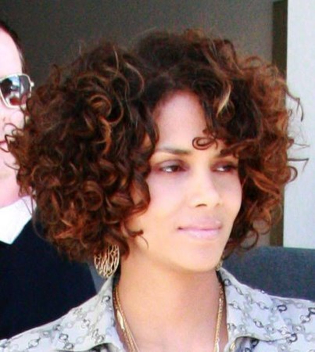 Halle Berry's cute, short, and curly hairstyle