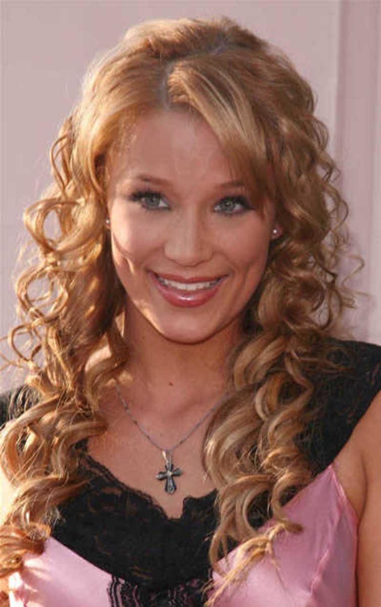 Kristen Renten: Curly long hairstyle