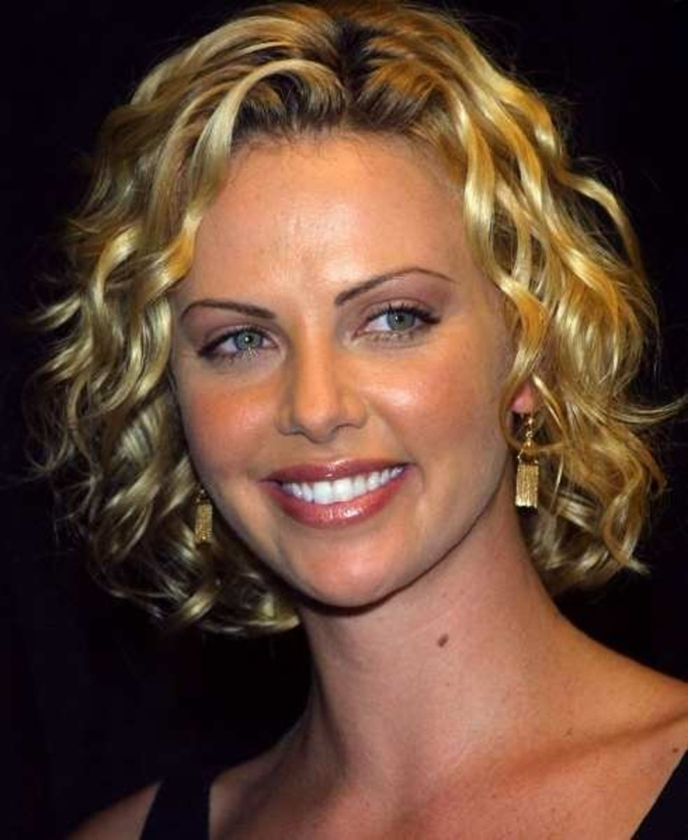 Charlize Theron: cute short curly hairstyle