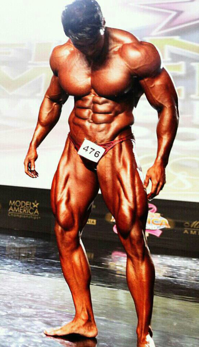 Hwang at the 2012 Musclemania World Championship Bodybuilding Competition in Las Vegas. Hwang won first place in the Professional Heavyweight category.
