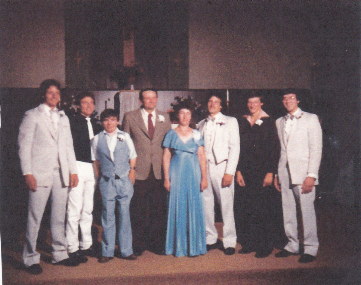 Taken about 1987.  The only people I recognize are cousin Ricky, the smallest boy, aunt Donna, and Joe.