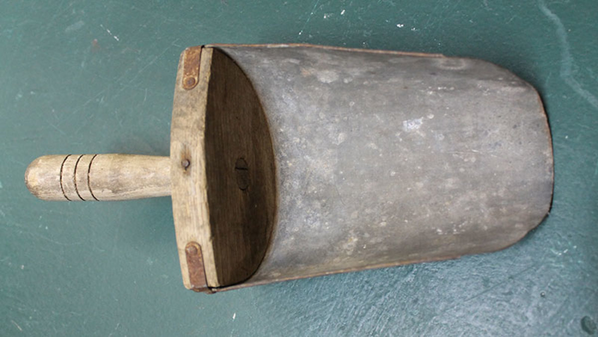 Wooden Handle Scoop
