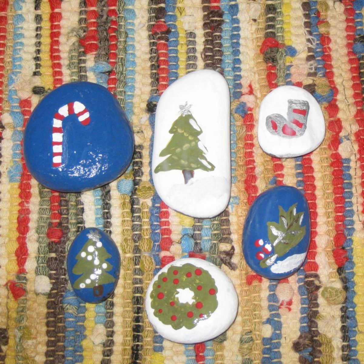 Make rocks to give or keep to celebrate winter and Christmas.