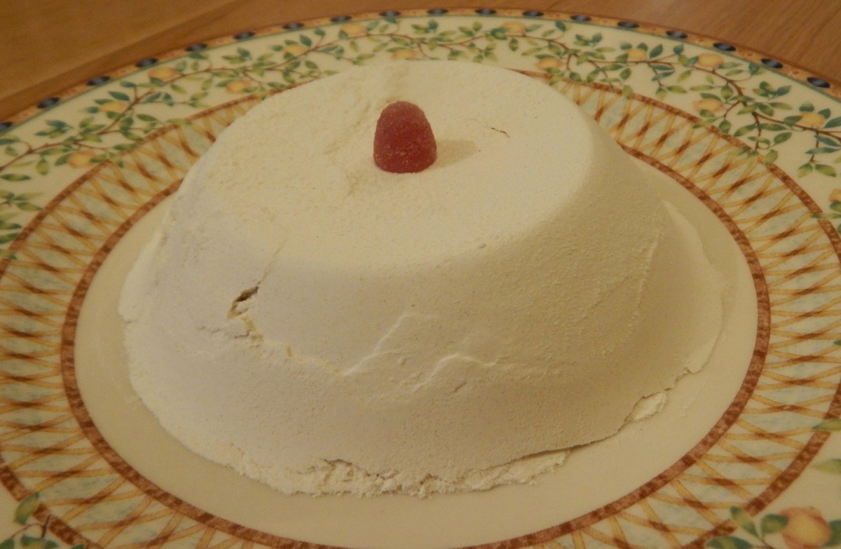 The Flour Cake, ready to be cut