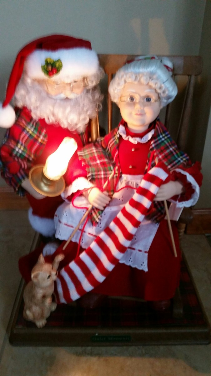 Animated Mr. and Mrs. Santa Clause