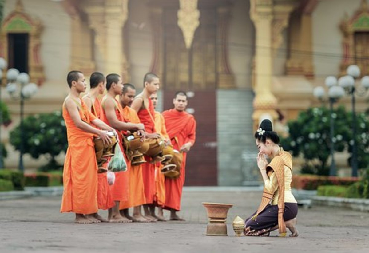 Makng Offerings to Buddhist Monks