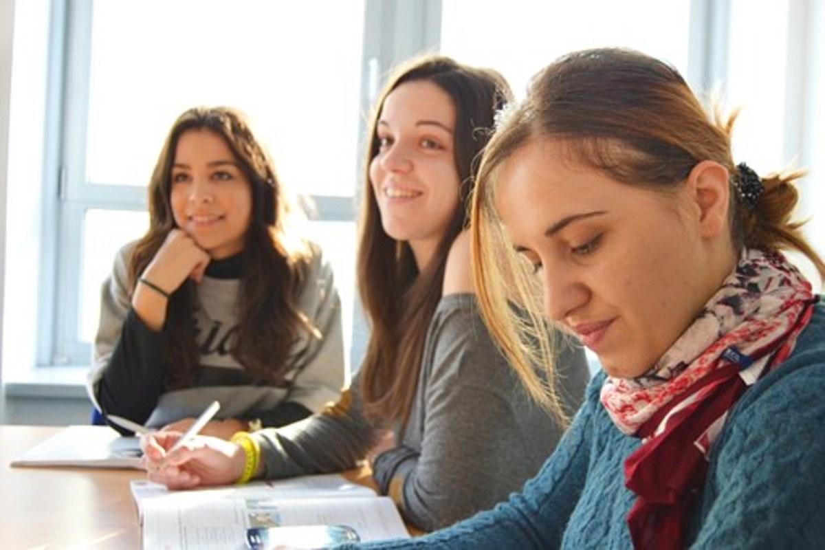 maintaining-foreign-language-communication-skills