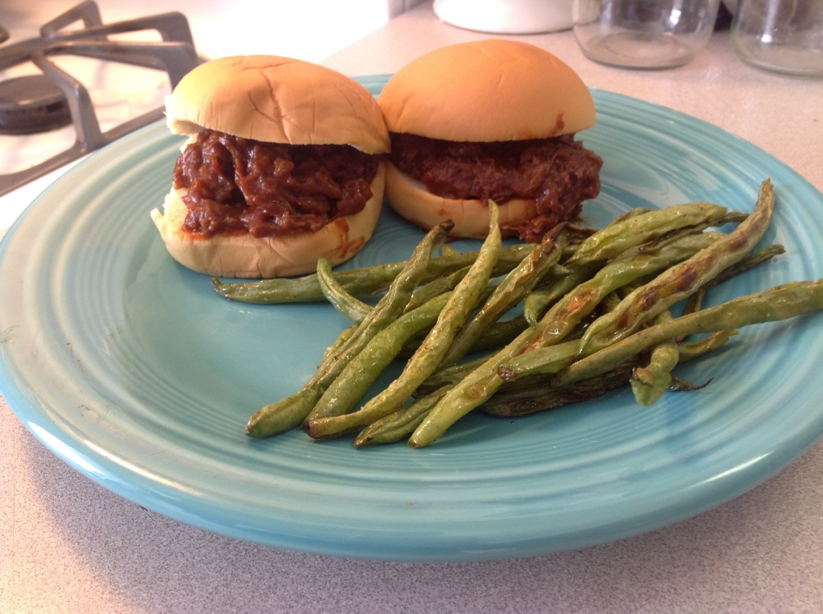 The finished product, yummy (sloppy) barbecue sammies.