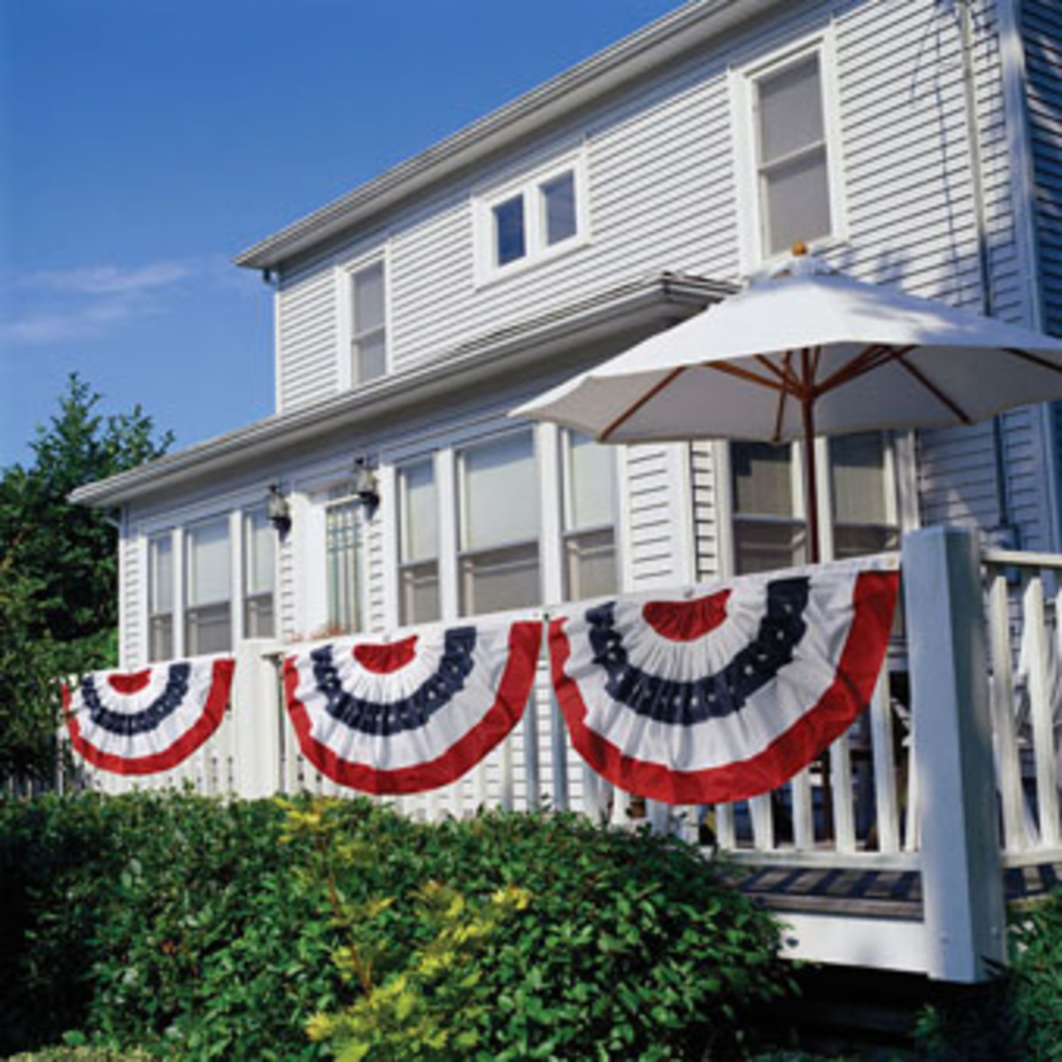 Folks decorated their home in patriotic colors
