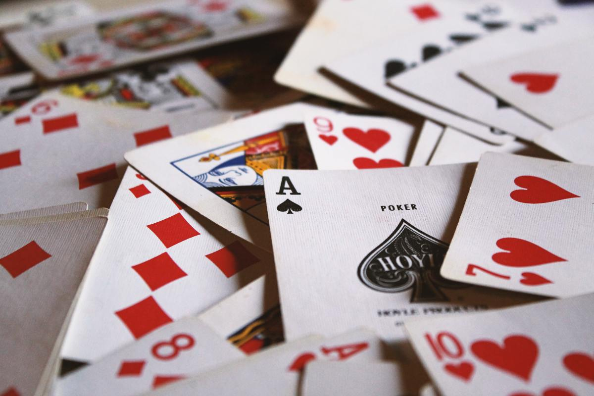 How To do a General Love Reading Using PlayingCards