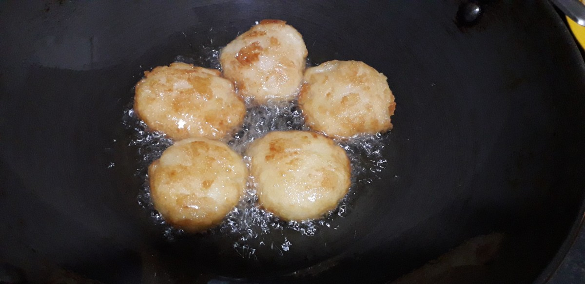 Frying the vadas till they are crisp and golden brown