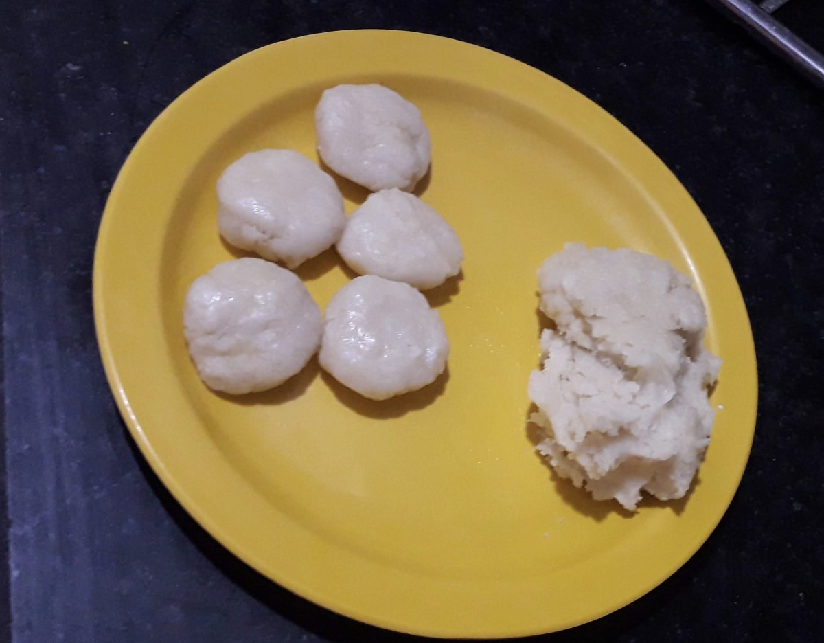 Making vadas from the prepared flour