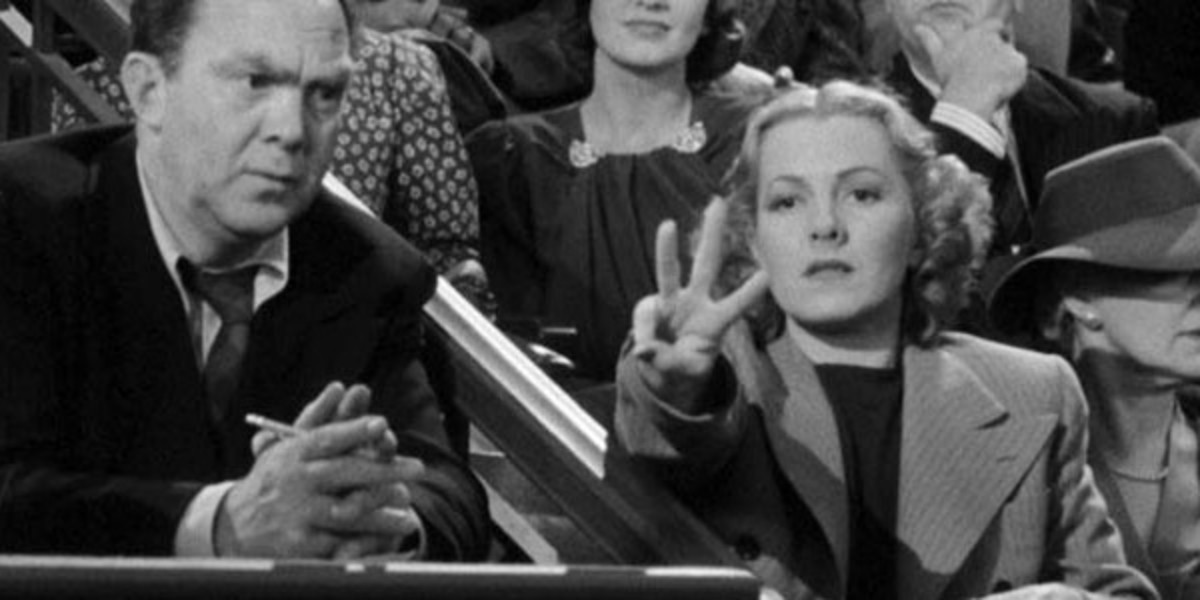 Jean Arthur (seted next to Thomas Mitchell) helping the cause from the Senate Gallery
