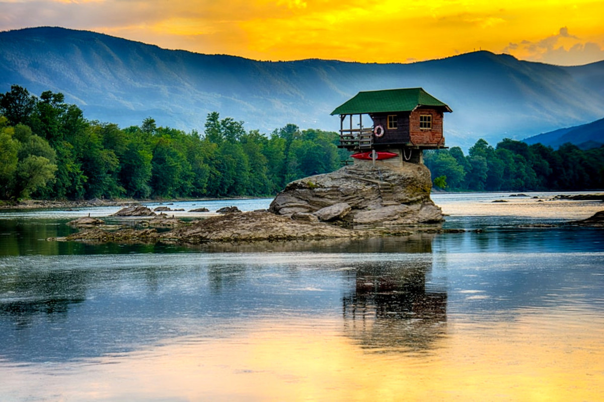 Drina river House: combination of civilization and nature