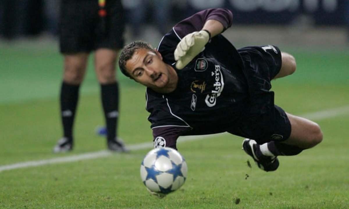 Jerzy Dudek saving a shot during the 2005 Champions League final.