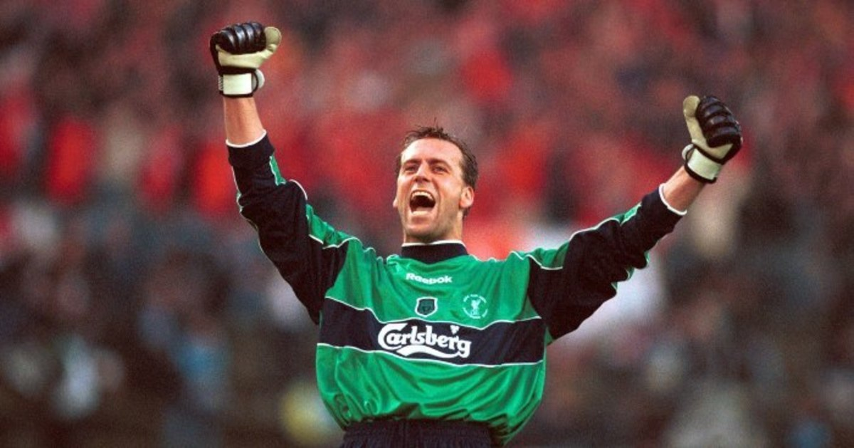 Sander Westerveld celebrating after a trophy win for Liverpool FC