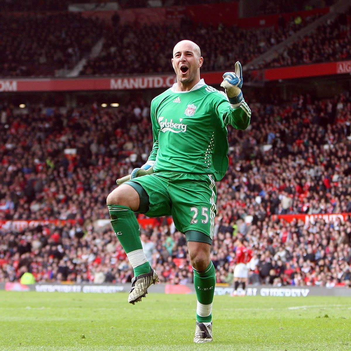 Pepe Reina celebrating Liverpool FC's fourth goal against Manchester United in 2009.