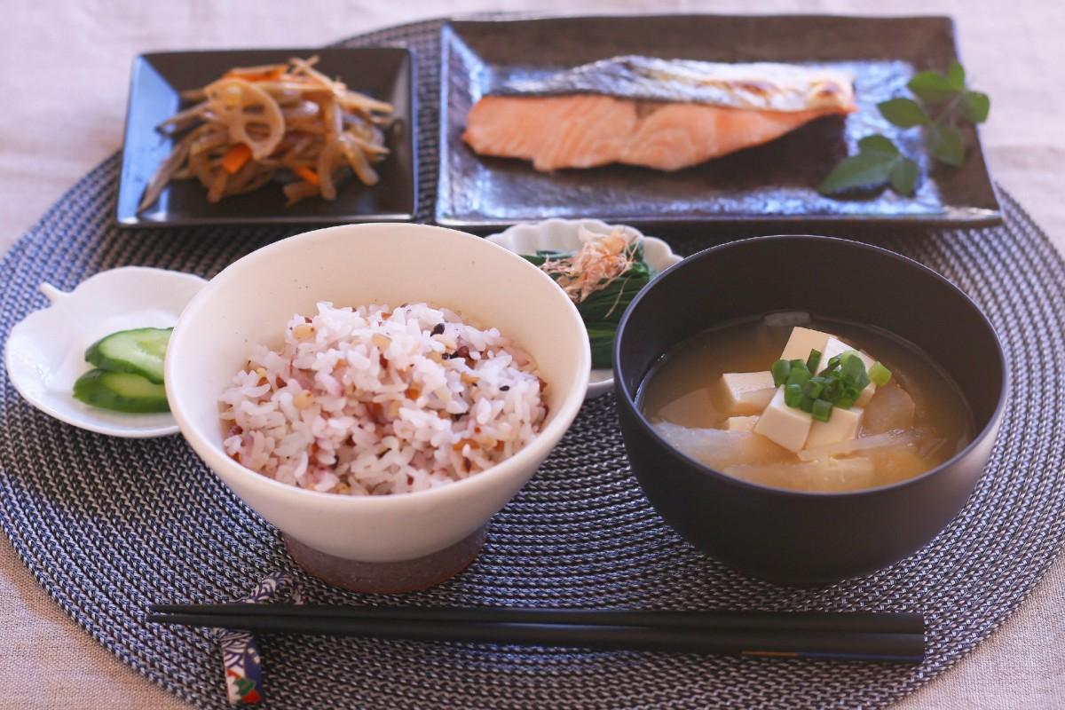 Traditional Washoku Set Meal : 1 Soup + 3 Dishes