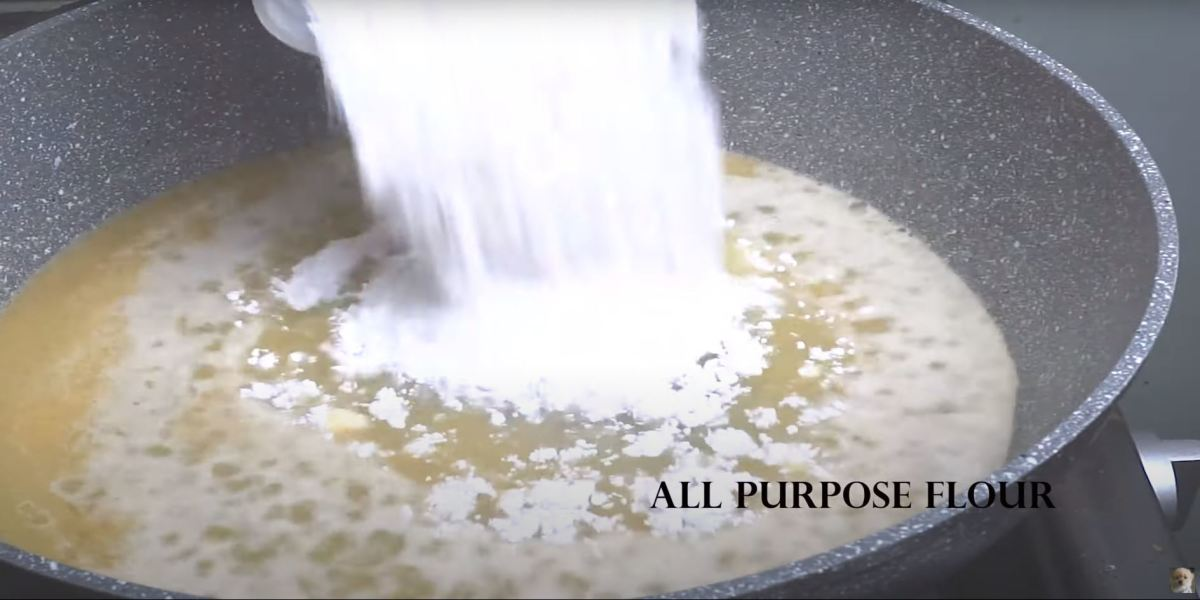 Combine sifted flour to complete the ingredients to the mixture.