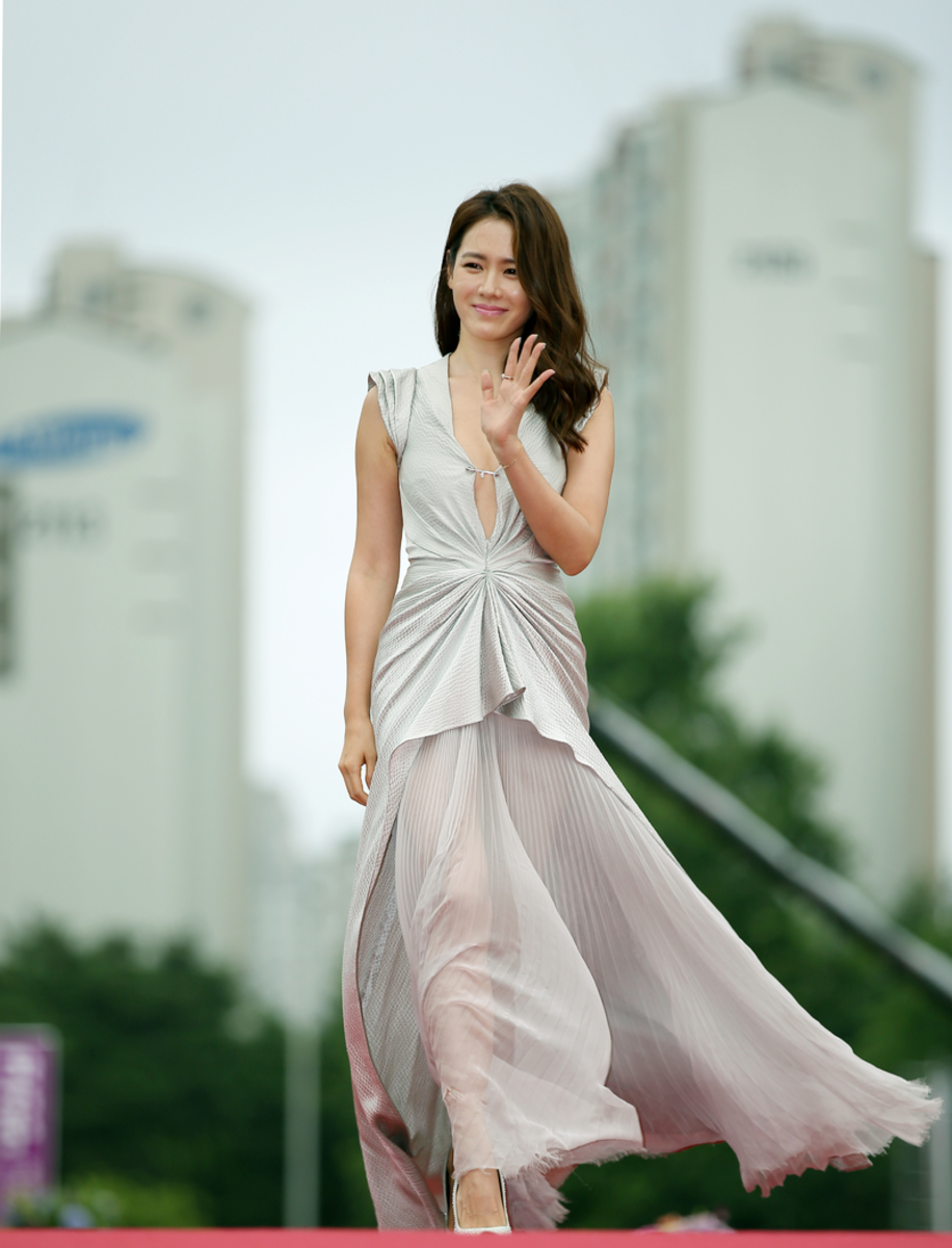 18th Puchon International Fantastic Film Festival (Pifan) Actress Son Ye-jin walks down the red carpet during the opening ceremony for the 18th Puchon International Fantastic Film Festival on July 17. They each received a Producers' Choice Award. Jul