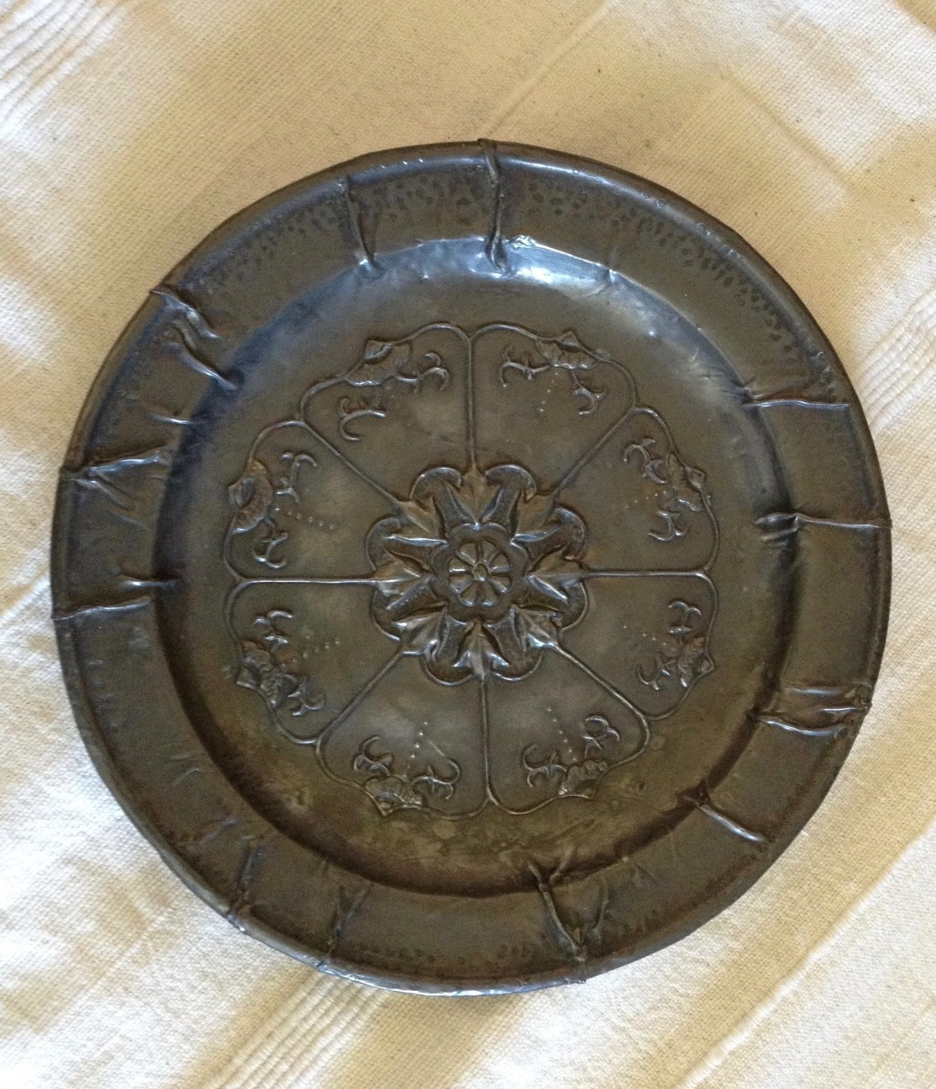 Plate, designed and stretched over a base.