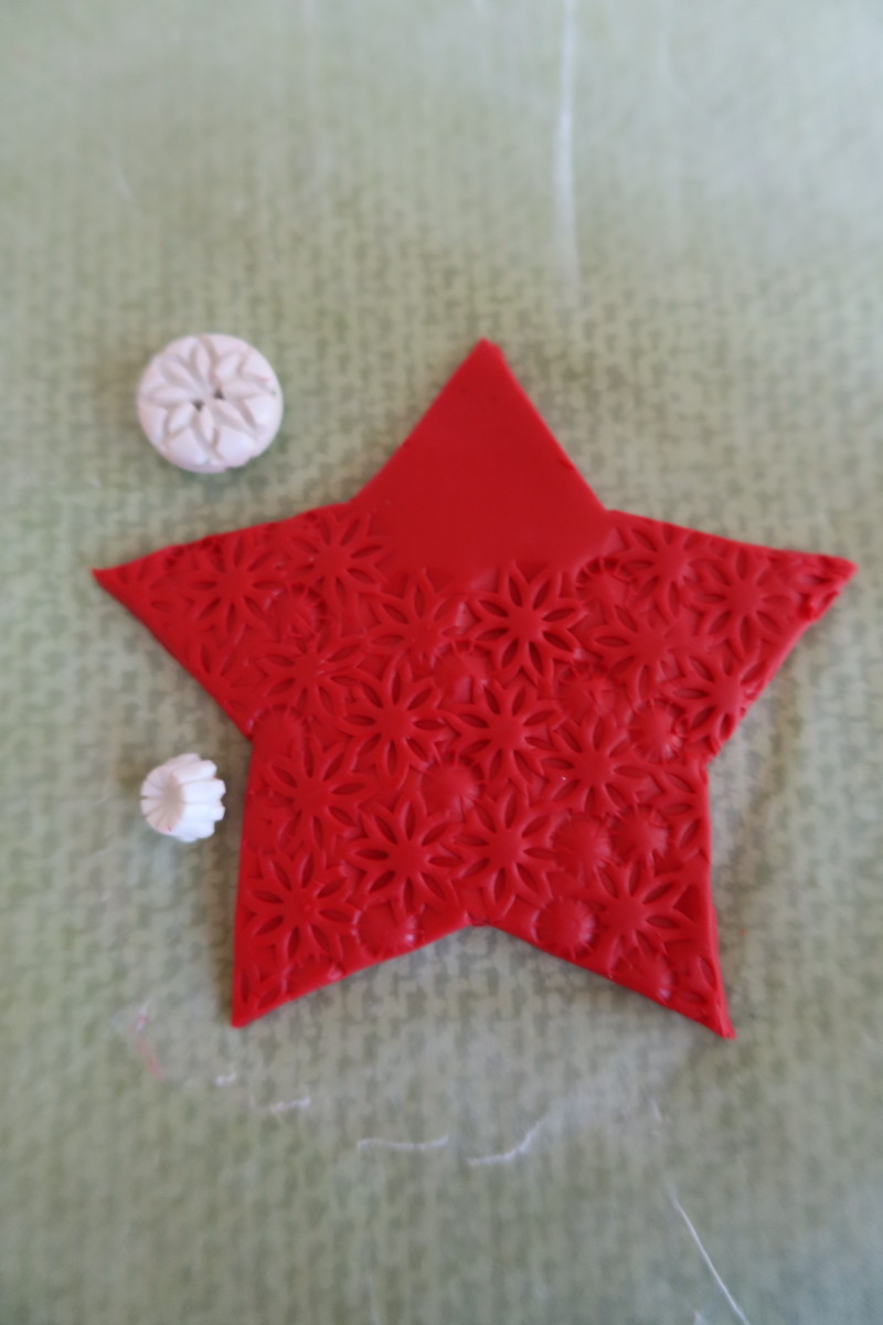 diy-christmas-craft-how-to-make-a-star-shaped-santa-tree-ornament